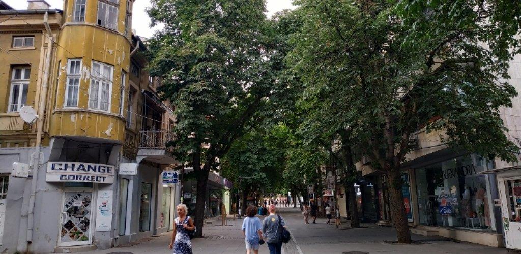 1η στάση blagoevgrad. Πολύ ενδιαφέρουσα πόλη! Ήσυχη! Ψάχνουμε δροσερή μπίρα.